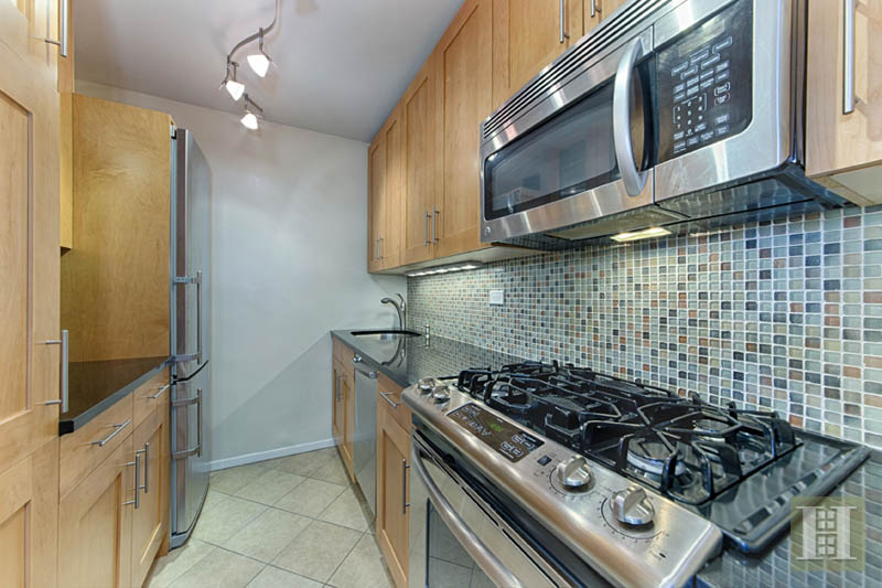 140 WEST END AVENUE 9D, Upper West Side, $500,000, Web #: 13299975