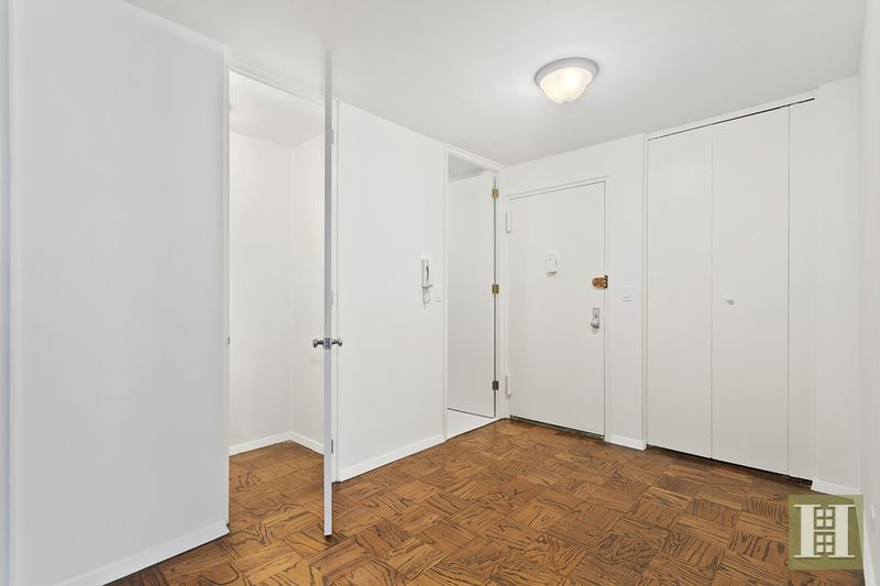 165 WEST 66TH STREET 3V, Upper West Side, $579,000, Web #: 14706649