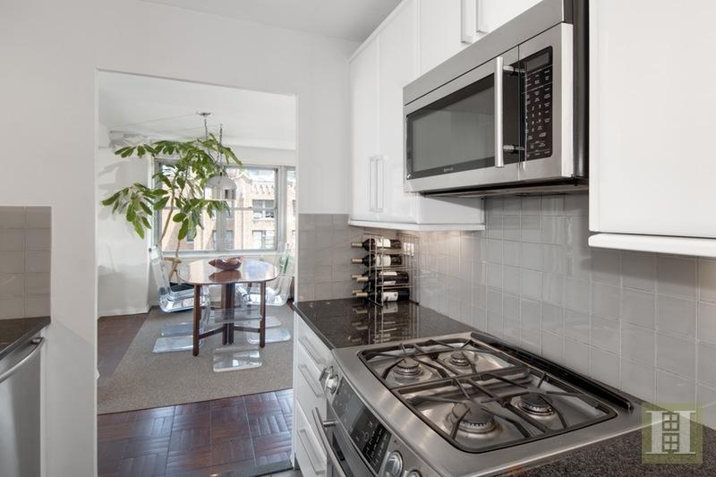 15 WEST 72ND STREET 18B, Upper West Side, $2,395,000, Web #: 14939716