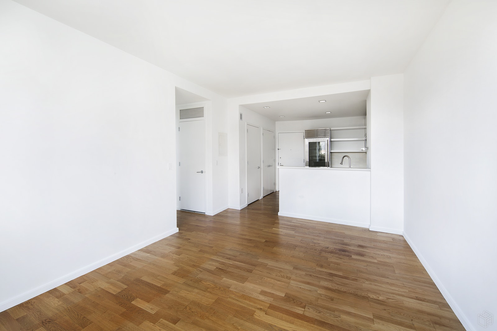 635 WEST 42ND STREET 6B, Midtown West, $840,000, Web #: 1508015