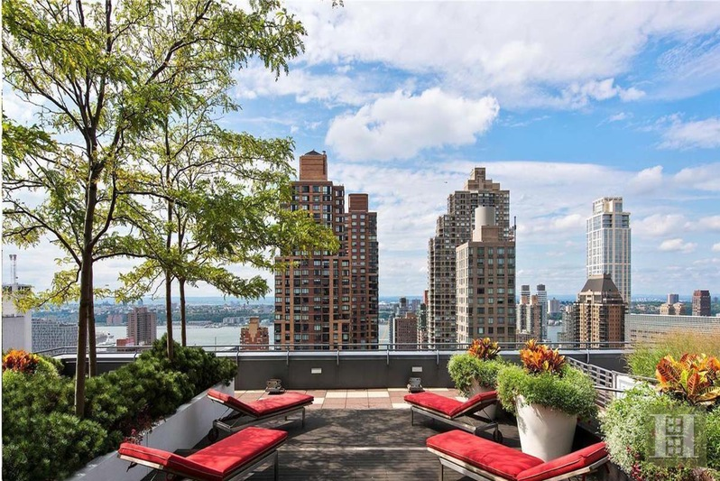 25 COLUMBUS CIRCLE 59F, Midtown West, $3,860,000, Web #: 15363846