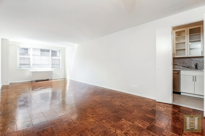 165 WEST 66TH STREET 9Z, Upper West Side, $779,000, Web #: 15390335