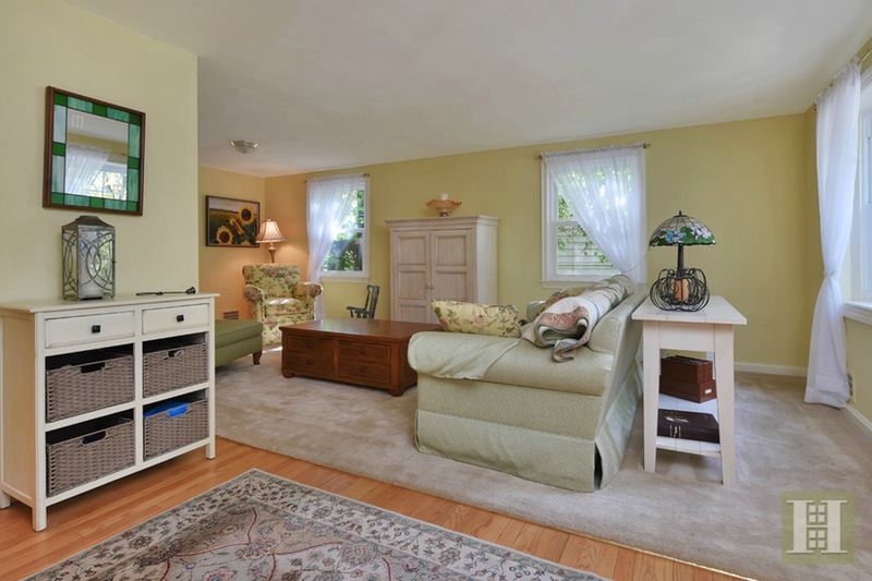 26 THE FAIRWAY, Cedar Grove, $489,000, Web #: 15517921