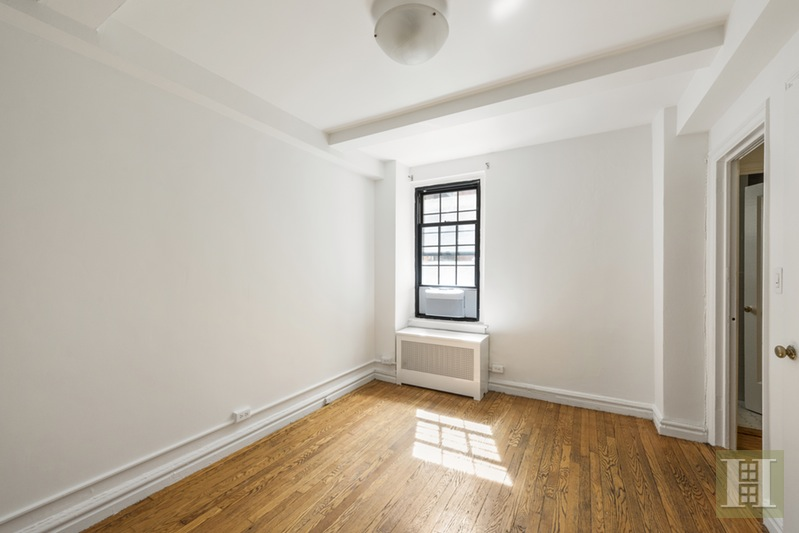 102 EAST 22ND STREET 2F, Gramercy Park, $649,000, Web #: 15525890