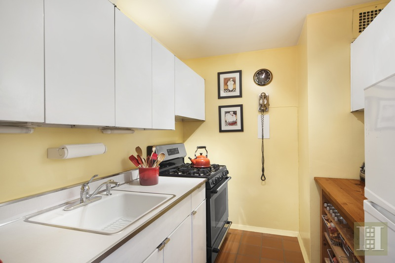 142 WEST END AVENUE 11R, Upper West Side, $515,000, Web #: 16044306