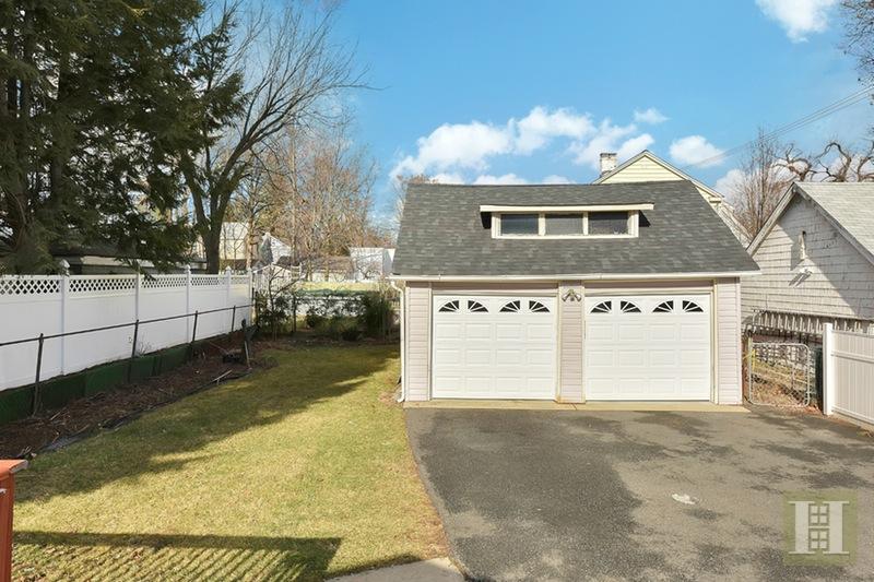41 BEACH STREET, Bloomfield, $469,000, Web #: 16095613