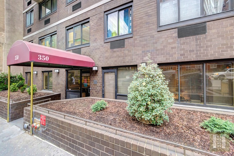 350 WEST 58TH STREET 1A, Midtown West, $2,500,000, Web #: 16128036