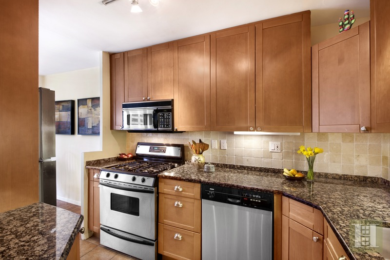 150 WEST END AVENUE 11R, Upper West Side, $829,000, Web #: 16363463