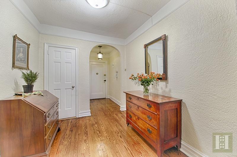 109 -14 ASCAN AVENUE 2D, Forest Hills, $355,000, Web #: 16382976
