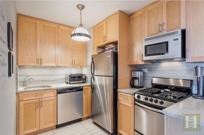 305 EAST 40TH STREET 19B, Midtown East, $645,000, Web #: 16470460