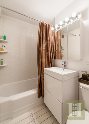 305 EAST 40TH STREET 19B, Midtown East, $645,000, Web #: 16470460