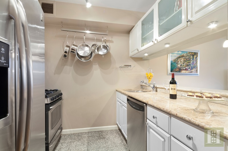201 WEST 72ND STREET 15D, Upper West Side, $1,995,000, Web #: 16576321