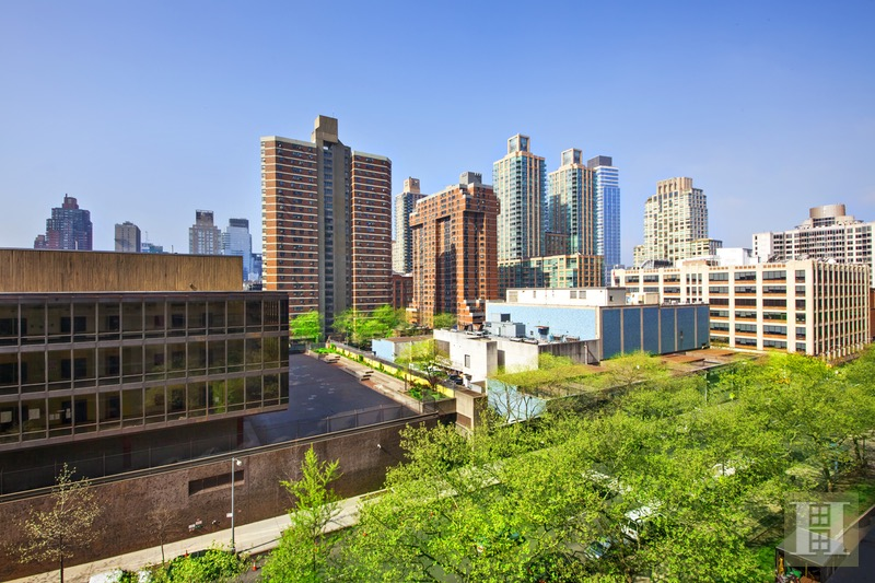 142 WEST END AVENUE 8R, Upper West Side, $525,000, Web #: 16576776