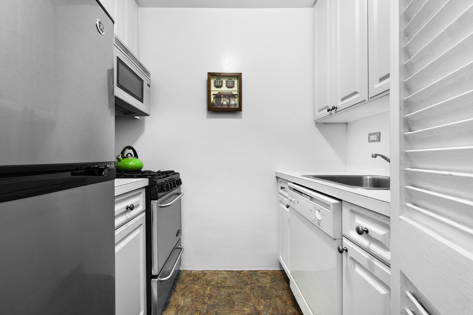 165 WEST 66TH STREET 10T, Upper West Side, $515,000, Web #: 17045657