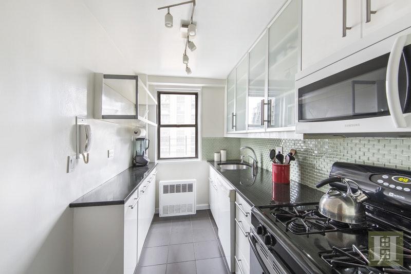 165 WEST 66TH STREET 17H, Upper West Side, $1,199,000, Web #: 17181088