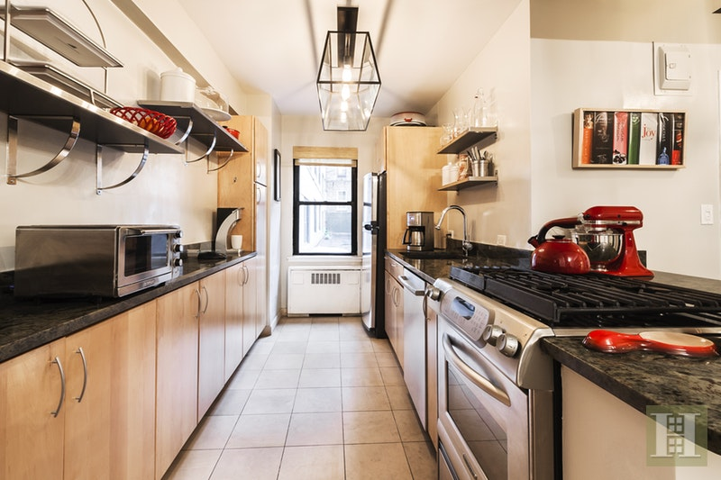 301 EAST 48TH STREET 2A, Midtown East, $719,000, Web #: 17425384