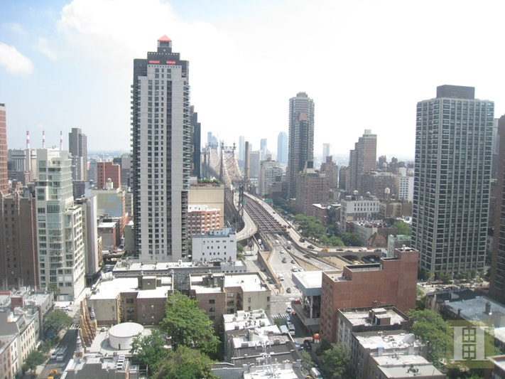 200 EAST 61ST STREET 29G, Upper East Side, $2,250,000, Web #: 17471611