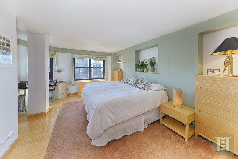 245 EAST 25TH STREET PHC, Gramercy Park, $895,000, Web #: 17548790