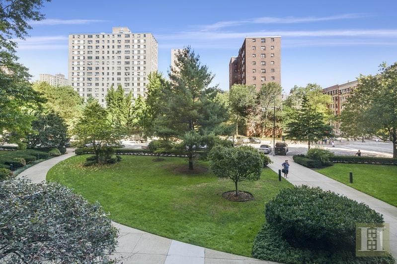 392 CENTRAL PARK WEST 2H, Upper West Side, $799,000, Web #: 17626695