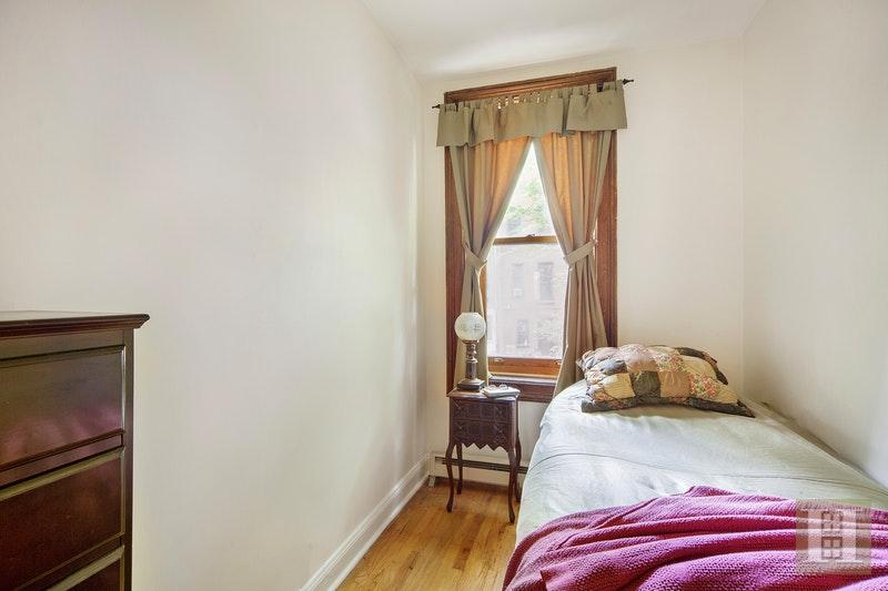 66 WEST 83RD STREET, Upper West Side, $950,000, Web #: 17700202