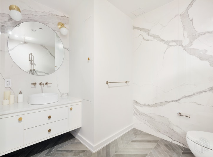 537 LORIMER STREET 303, Williamsburg, $890,000, Web #: 17966571