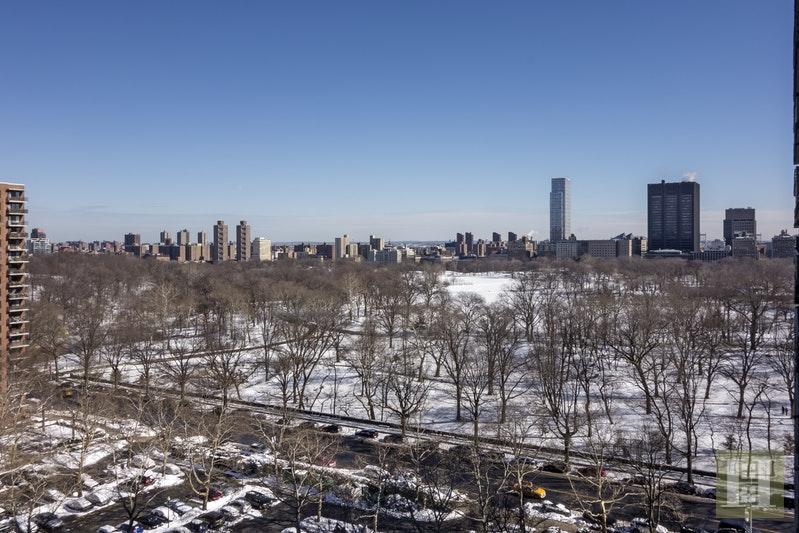 372 CENTRAL PARK WEST 15N, Upper West Side, $1,400,000, Web #: 18175583