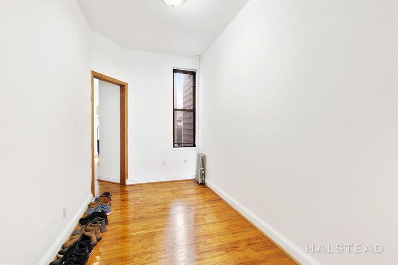 31-58 42ND STREET 1R, Astoria, $2,200, Web #: 18221912