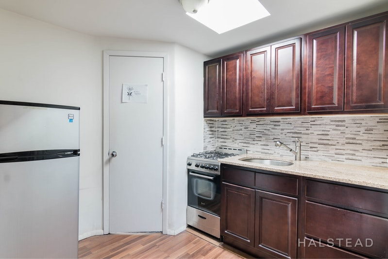 EAST 19TH STREET 2BR GEM!, Gramercy Park, $3,400, Web #: 18235714