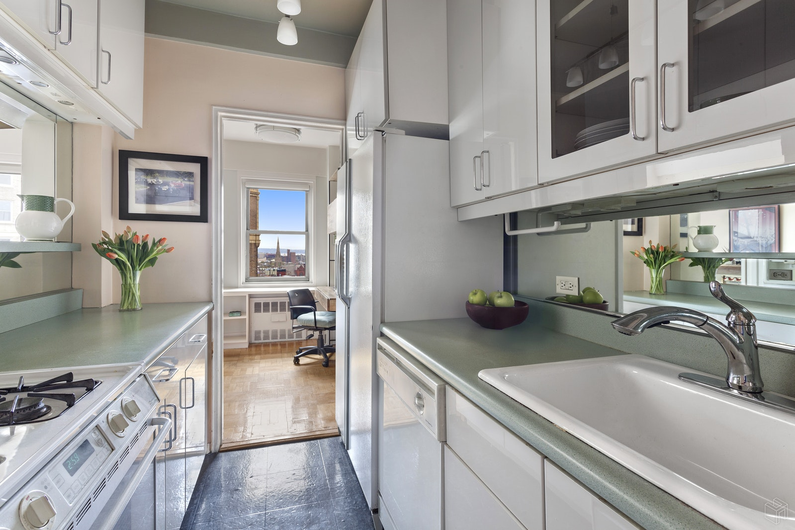 10 PLAZA STREET EAST 15B, Prospect Heights, $799,000, Web #: 18444944