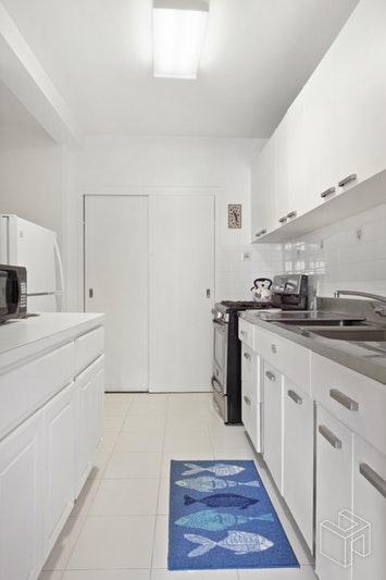 2 FORDHAM HILL OVAL 15A, Fordham, $145,000, Web #: 18487744