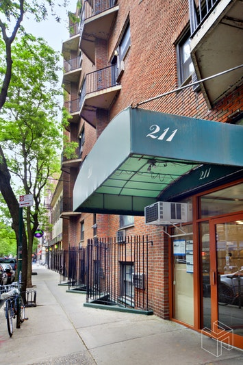 211 THOMPSON STREET 3M, Greenwich Village, $490,000, Web #: 18563847