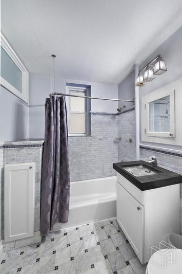 15 EAST 10TH STREET 1E, Greenwich Village, $6,000, Web #: 18564930