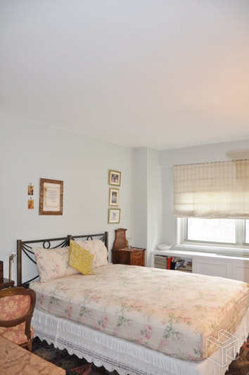 211 EAST 53RD STREET 12E, Midtown East, $4,000, Web #: 18584919