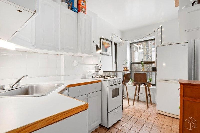 1566 THIRD AVENUE 4W, Upper East Side, $2,500, Web #: 18621989