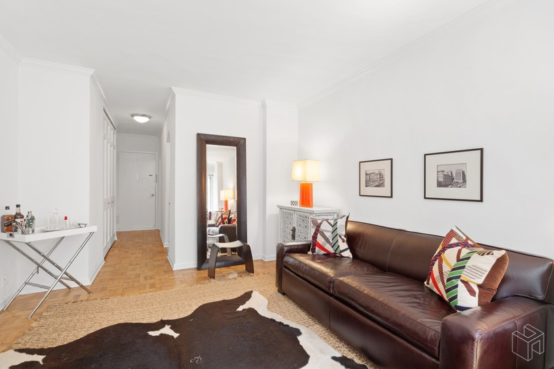 900 PARK AVENUE 2B, Upper East Side, $2,500, Web #: 18628008