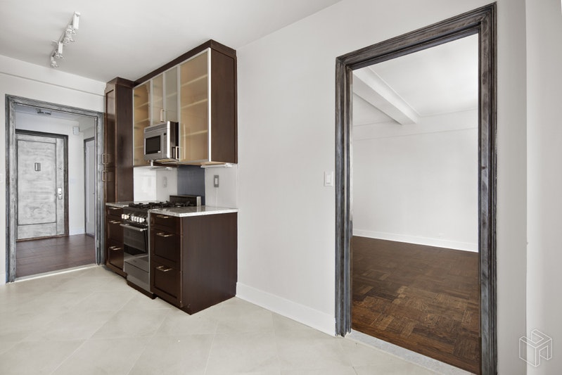 56 SEVENTH AVENUE 3L, West Village, $3,700, Web #: 18640253