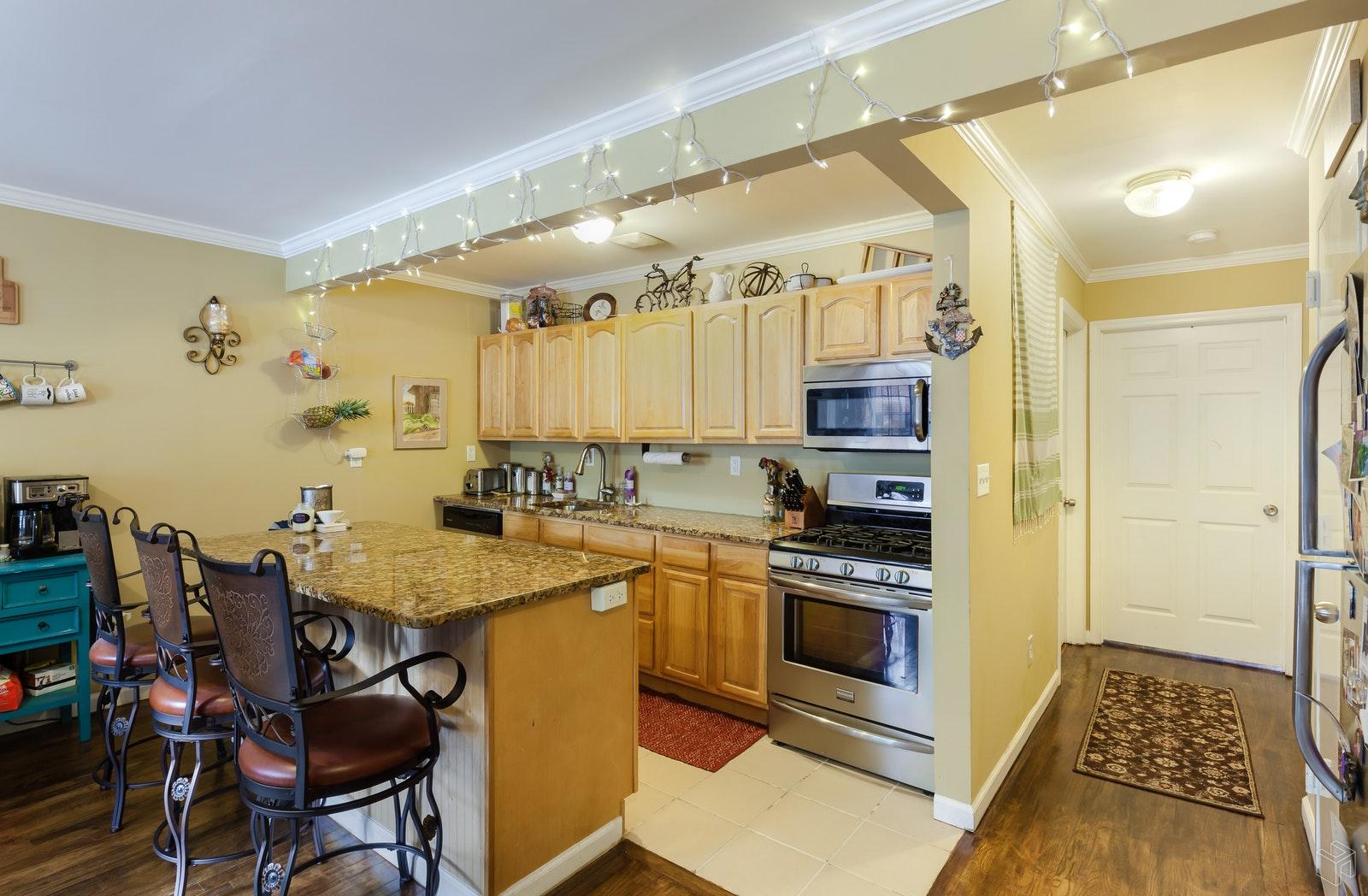 54 LOTT STREET, Flatbush, $1,100,000, Web #: 18701468