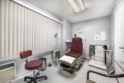 SPACIOUS MIDTOWN MEDICAL CONDO