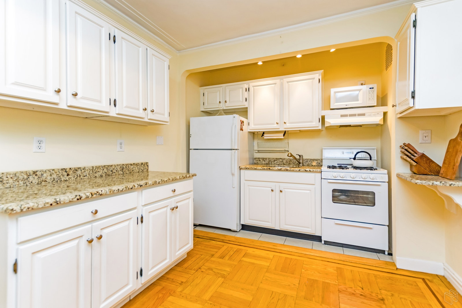 50 PARK TERRACE EAST, Inwood, $325,000, Web #: 18850507
