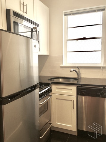 210 EAST 58TH STREET, Midtown East, $3,350, Web #: 18875111