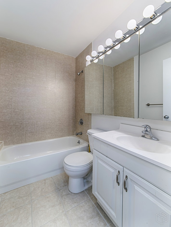 145 EAST 48TH STREET 18A, Midtown East, $795,000, Web #: 18890952