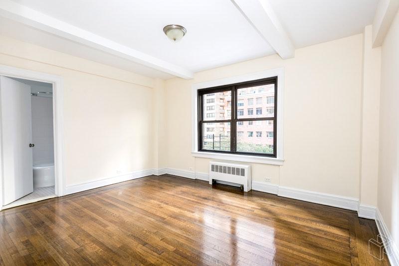 230 EAST 48TH STREET 3F, Midtown East, $4,900, Web #: 18920982