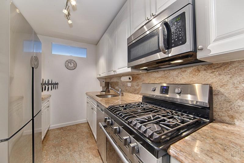 205 WEST END AVENUE 10J, Upper West Side, $999,000, Web #: 18931144