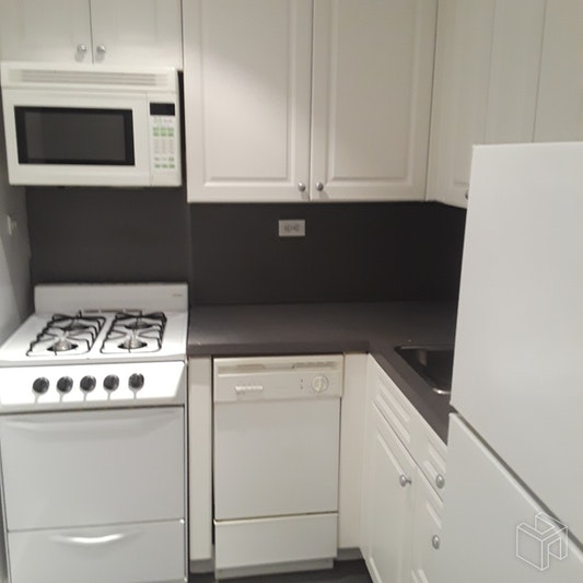 65 WEST 55TH STREET, Midtown West, $3,300, Web #: 18933780