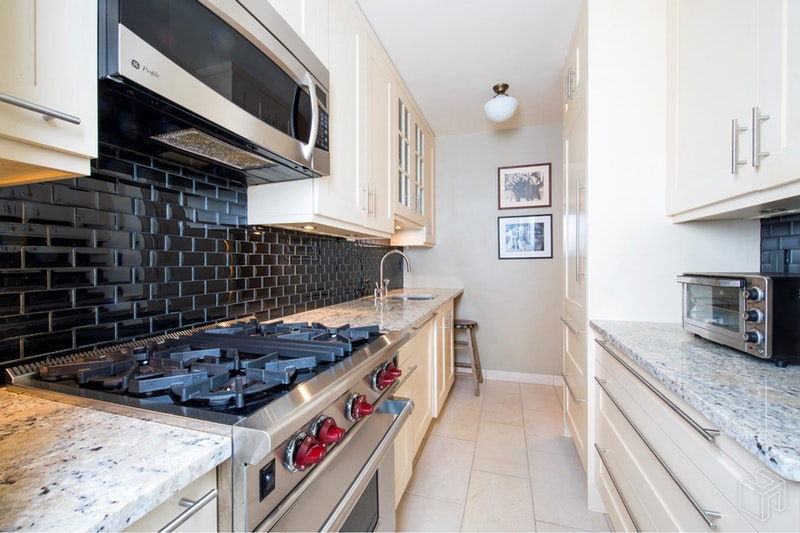 BALONEY  SPACIOUS NEXT TO CENTRAL PARK, Upper West Side, $3,600, Web #: 18940233