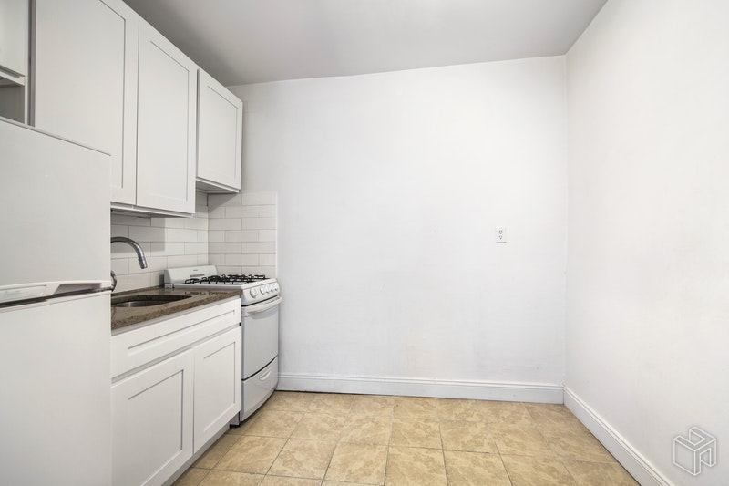 404 WEST 51ST STREET 4B, Midtown West, $2,600, Web #: 18965473