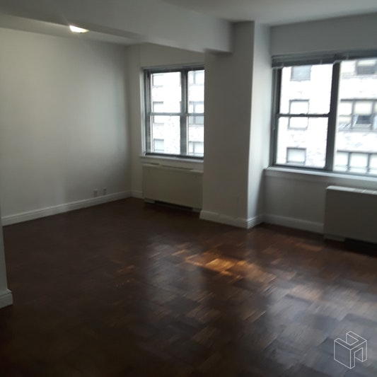 210 EAST 58TH STREET 7K, Midtown East, $2,750, Web #: 18969927