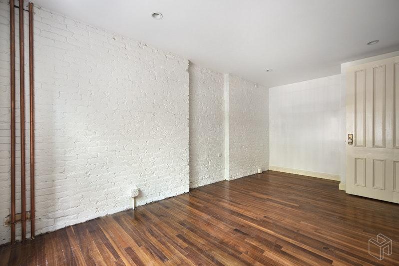 242 GATES AVENUE, Clinton Hill, $4,950, Web #: 18975860