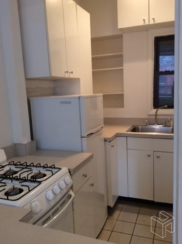 251 WEST 72ND STREET, Upper West Side, $2,700, Web #: 18977309