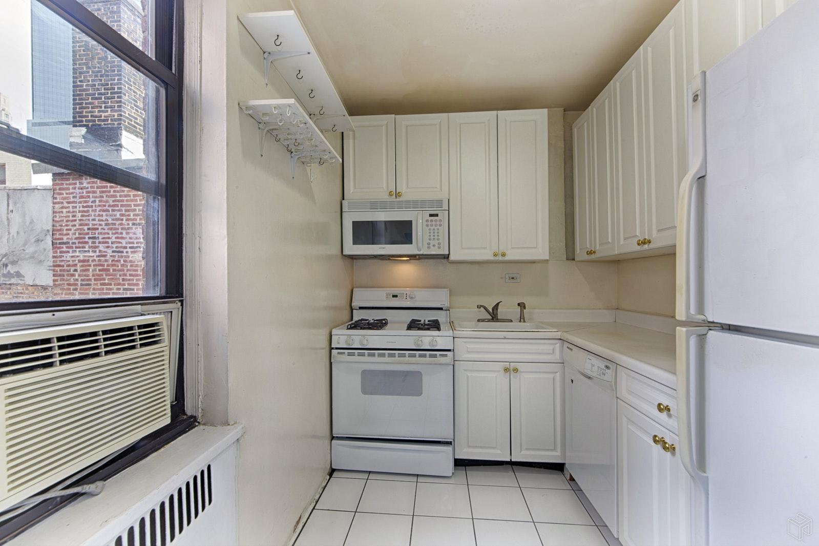 405 WEST 57TH STREET 6F, Midtown West, $699,000, Web #: 19016766